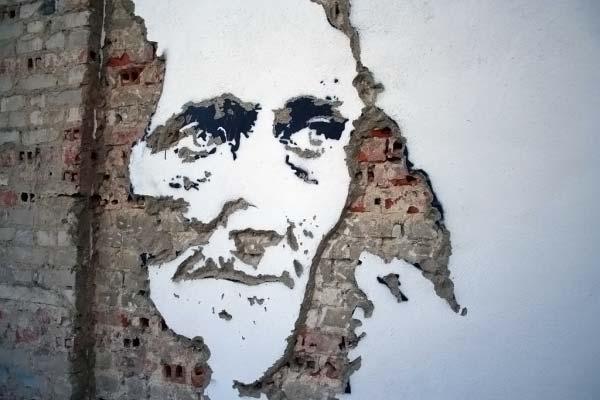 Лица на стенах
